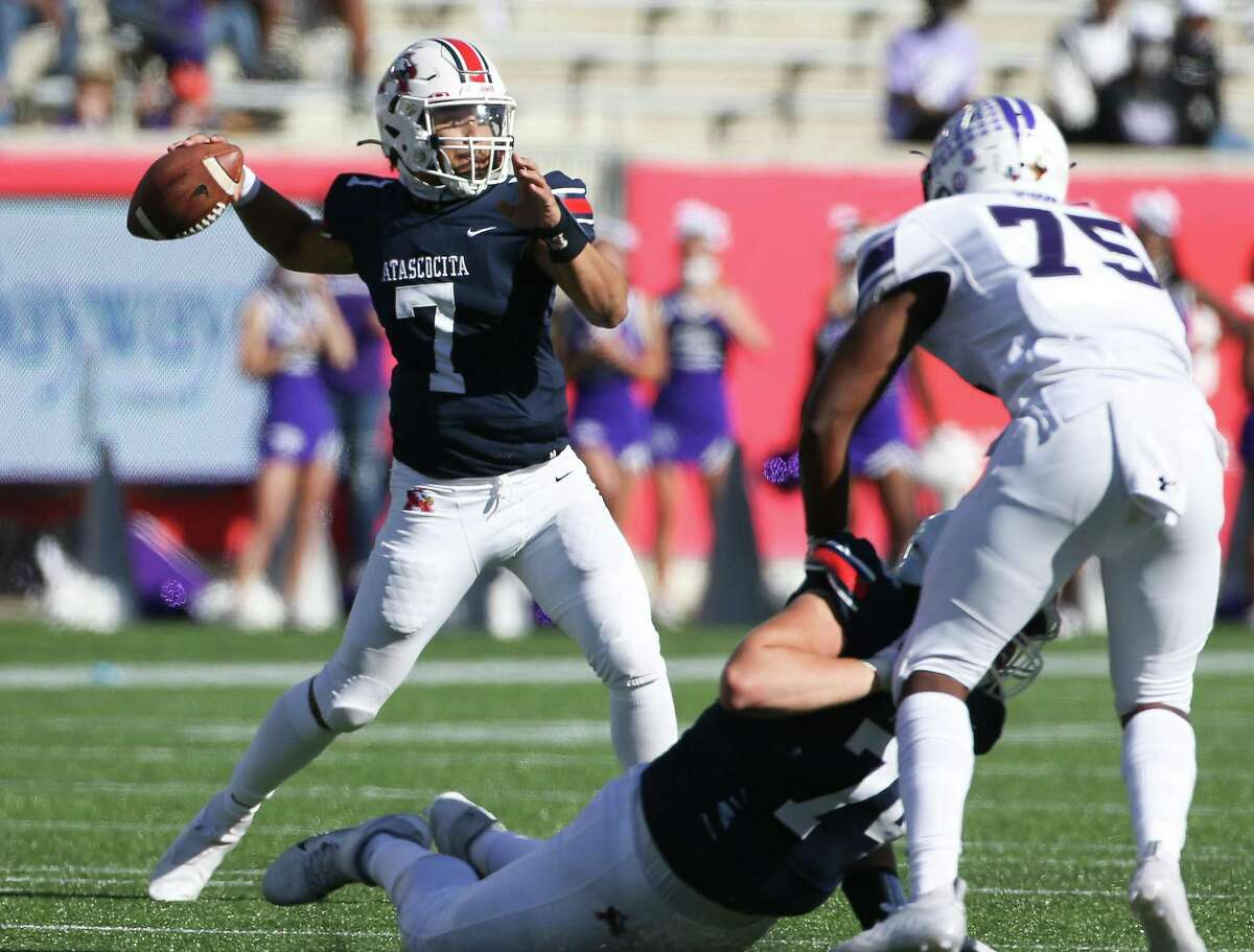 Humble Atascocita quarterback Gavin Session (7) throws the ball in the first half against Fort Bend Ridge Point at TDECU Stadium in Houston on Saturday, Dec. 26, 2020.