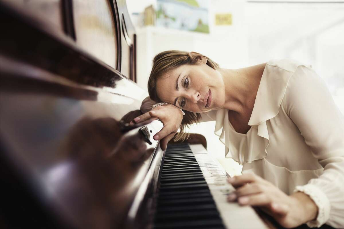 A pianist was upset being disrupted while performing a song for her father.