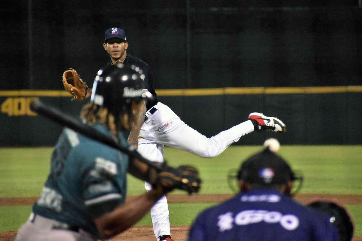 Closer Jose Torres and the Tecolotes Dos Laredos fell to the Saraperos de Saltillo on Thursday.