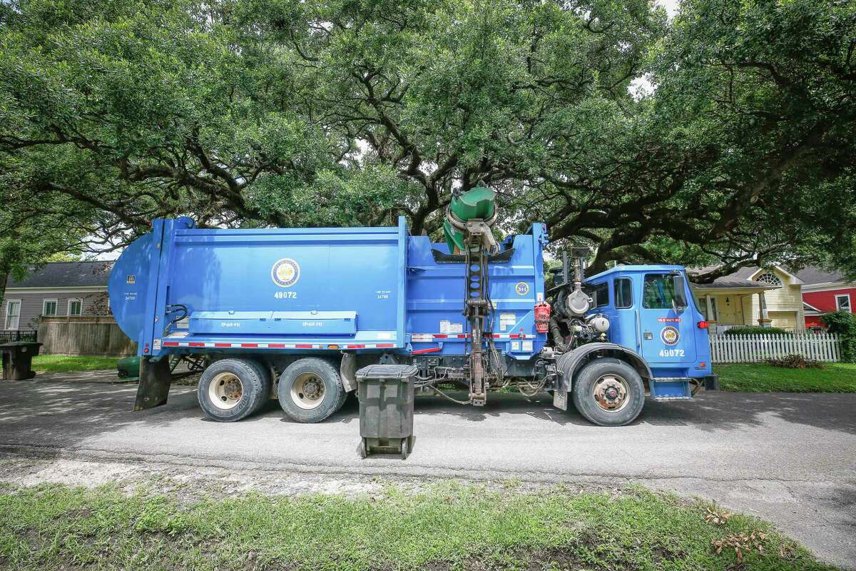 A city recycling truck makes its rounds on Allston, near 8th, on Thursday. Houston now is offering a $3,000 signing bonus as the city looks to hire more than 100 people to bolster Solid Waste's ranks.