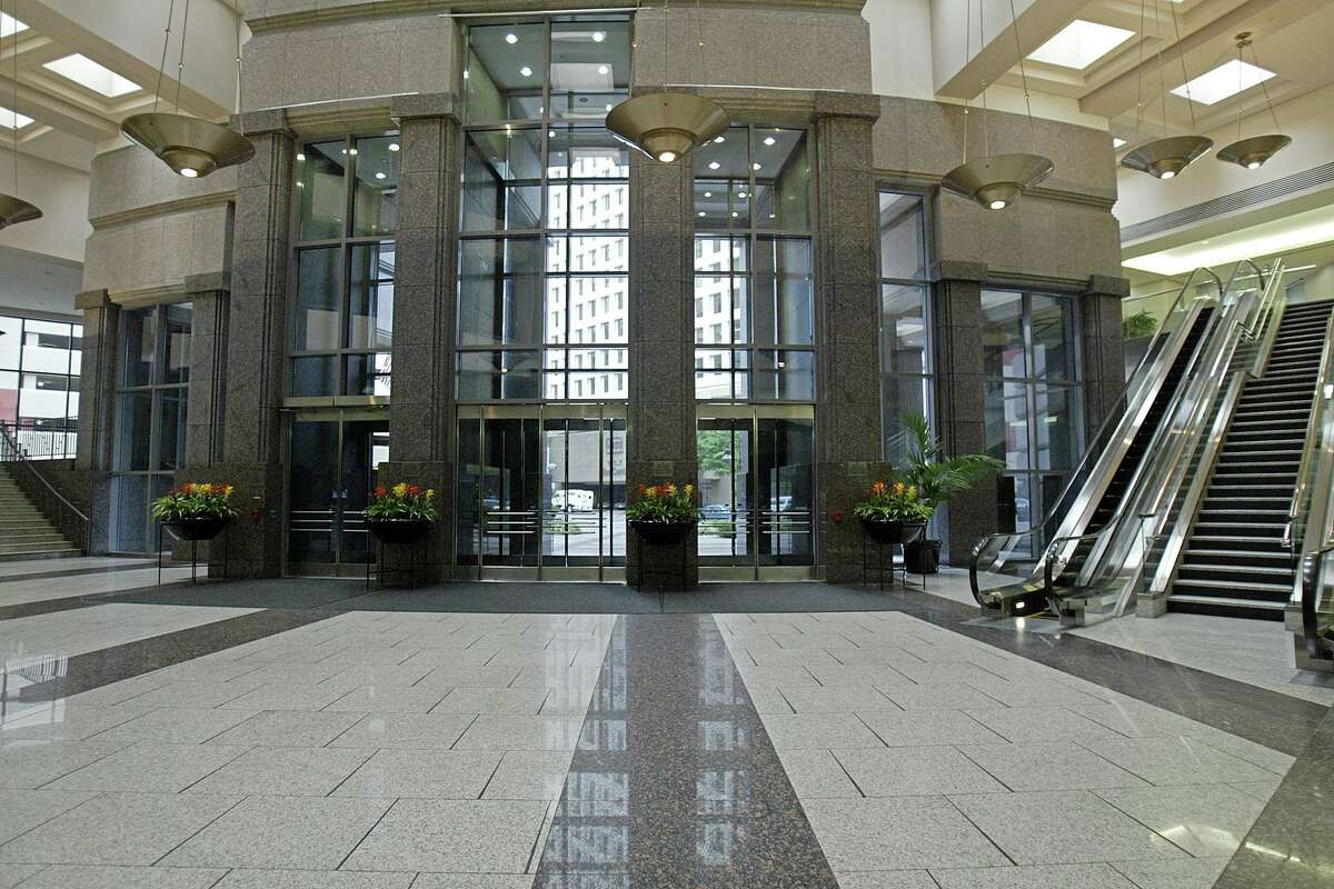 The main lobby of Heritage Plaza in 2005.