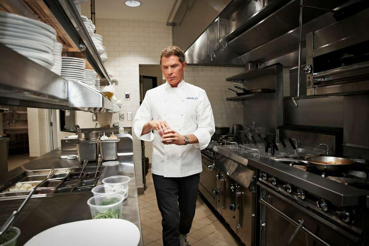 Lo chef Bobby Flay nella cucina di Amalfi