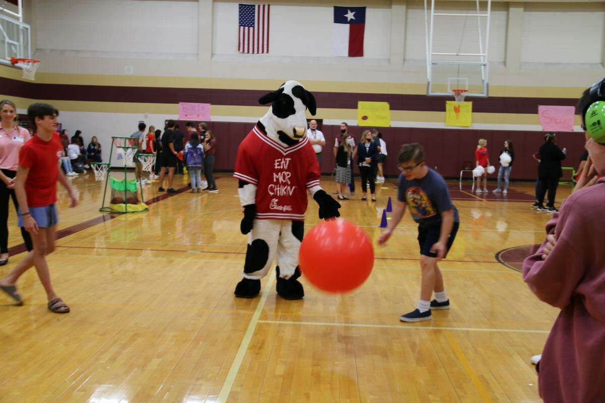 Magnolia West High School participated in the 2020-2021 Chick-fil-A Leadership Academy for the second consecutive year. During one of the Leader Labs, the students gave a presentation detailing their final project - a Special Olympics event for Magnolia West's Life Skills students which took place May 12, 2021.