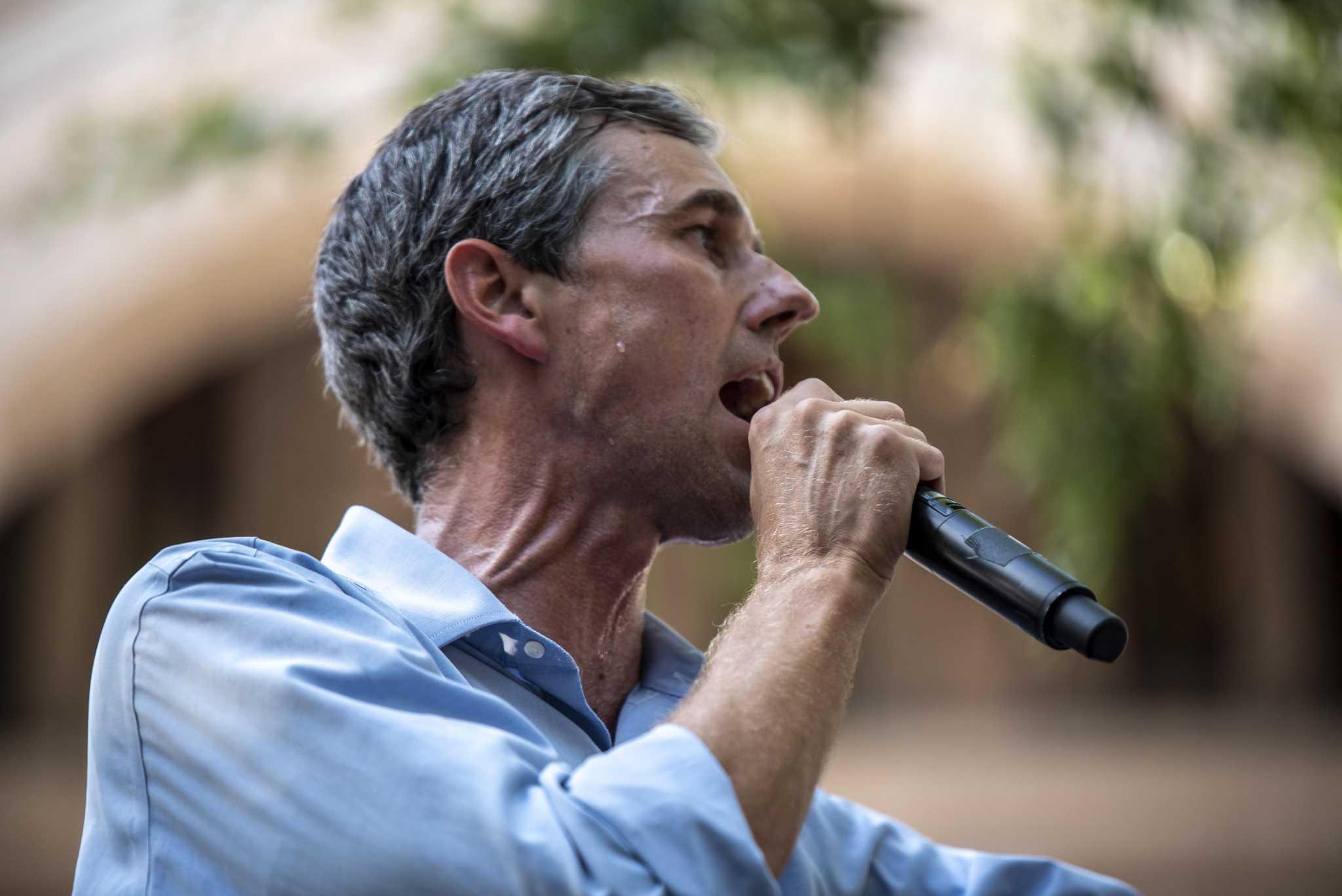 Beto O'Rourke critica al gobernador Greg Abbott en una entrevista con el New York Times