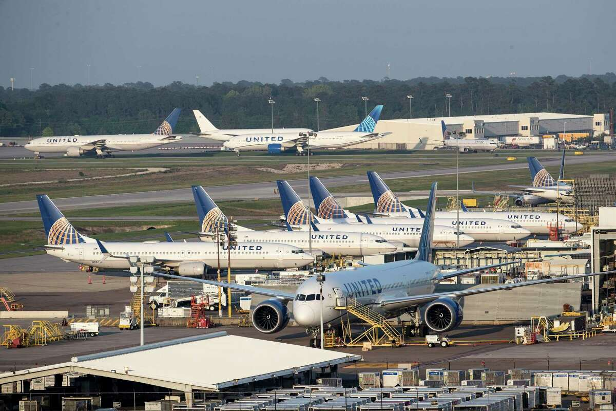 United Airlines is expanding its fleet amid rebounding travel demand as part of a plan that will bring 25,000 jobs to its hubs across the nation, including 3,000 in Houston. The Chicago-based airline said in a Tuesday announcement that it would buy 500 new planes, including 200 Boeing 737 Max and 70 Airbus 321neos, by 2026 and retire around 300 planes that were reaching the end of their useful life