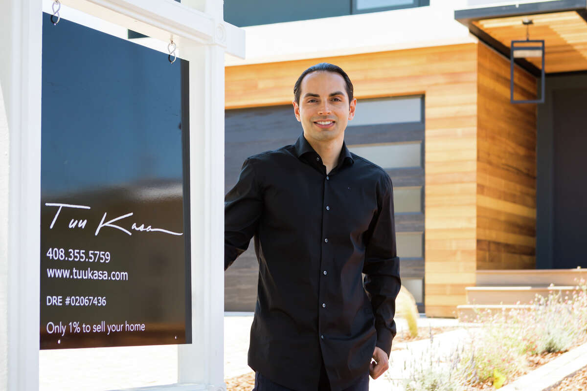 Idean Pourshams, gives us a tour of a home for sale in Menlo Park.