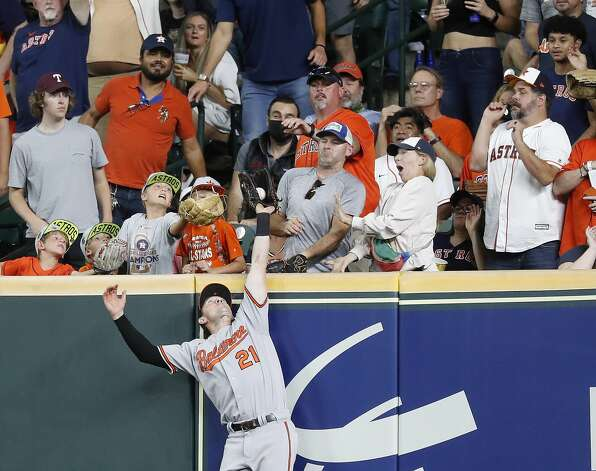 Baltimore Orioles right fielder Austin Hays (21) catches Houston Astros Kyle Tucker's fly out at the wall during the second inning of an MLB baseball game at Minute Maid Park, Monday, June 28, 2021, in Houston. Photo: Karen Warren/Staff Photographer / @2021 Houston Chronicle