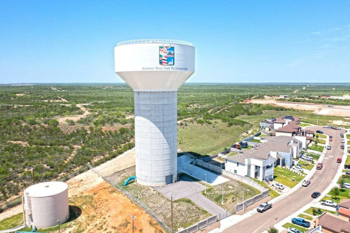 Laredo held a ribbon-cutting ceremony on Monday morning to discuss the new $6.5 million elevated water tank project at 106 Calma Drive which has finally been completed after going into operation in 2017.