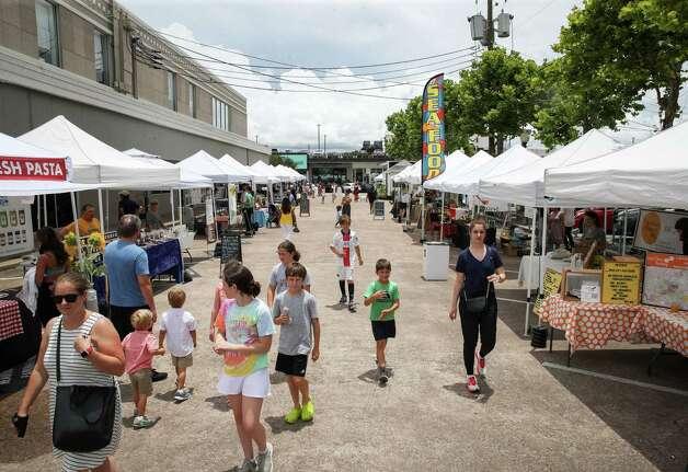 People shop Sunday, June 20, 2021, at the Rice Village Farmers Market in Houston. Photo: Jon Shapley, Houston Chronicle / Staff Photographer / © 2021 Houston Chronicle
