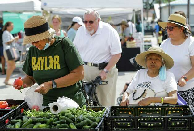 Blanca Bocanegra, left, picks peaches at the Theiss Market tent while visiting the Tomball Farmers Market -which is located at 205 West Main Street - on Saturday, June 12, 2021, in Tomball Photo: Godofredo A. Vásquez, Houston Chronicle / Staff Photographer / © 2021 Houston Chronicle