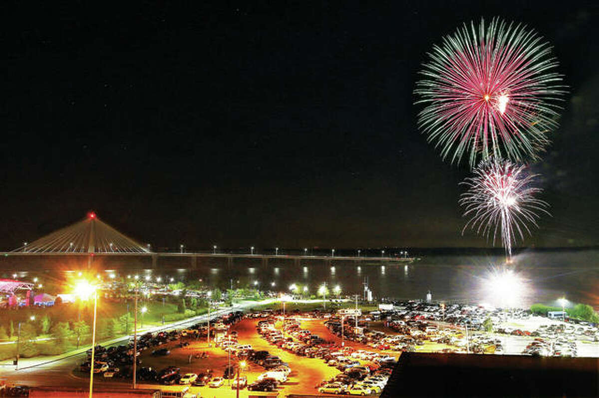 """Fireworks explode on the Missouri side of the Mississippi River, in full view of the Alton riverfront, in 2017 as thousands lined the streets and filled Riverfront Park for the annual show. Canceled by COVID-19 last year, """"Fireworks on the Mississippi"""" returns to Alton on Saturday night."""