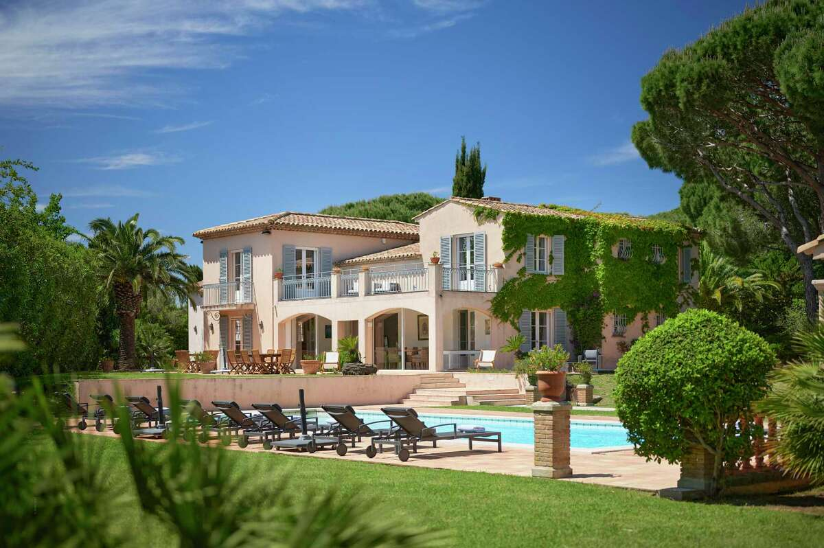 A property listed in the French Riviera by real estate agent Alex Balkin. In France, it is uncommon to use a buyer's agent.
