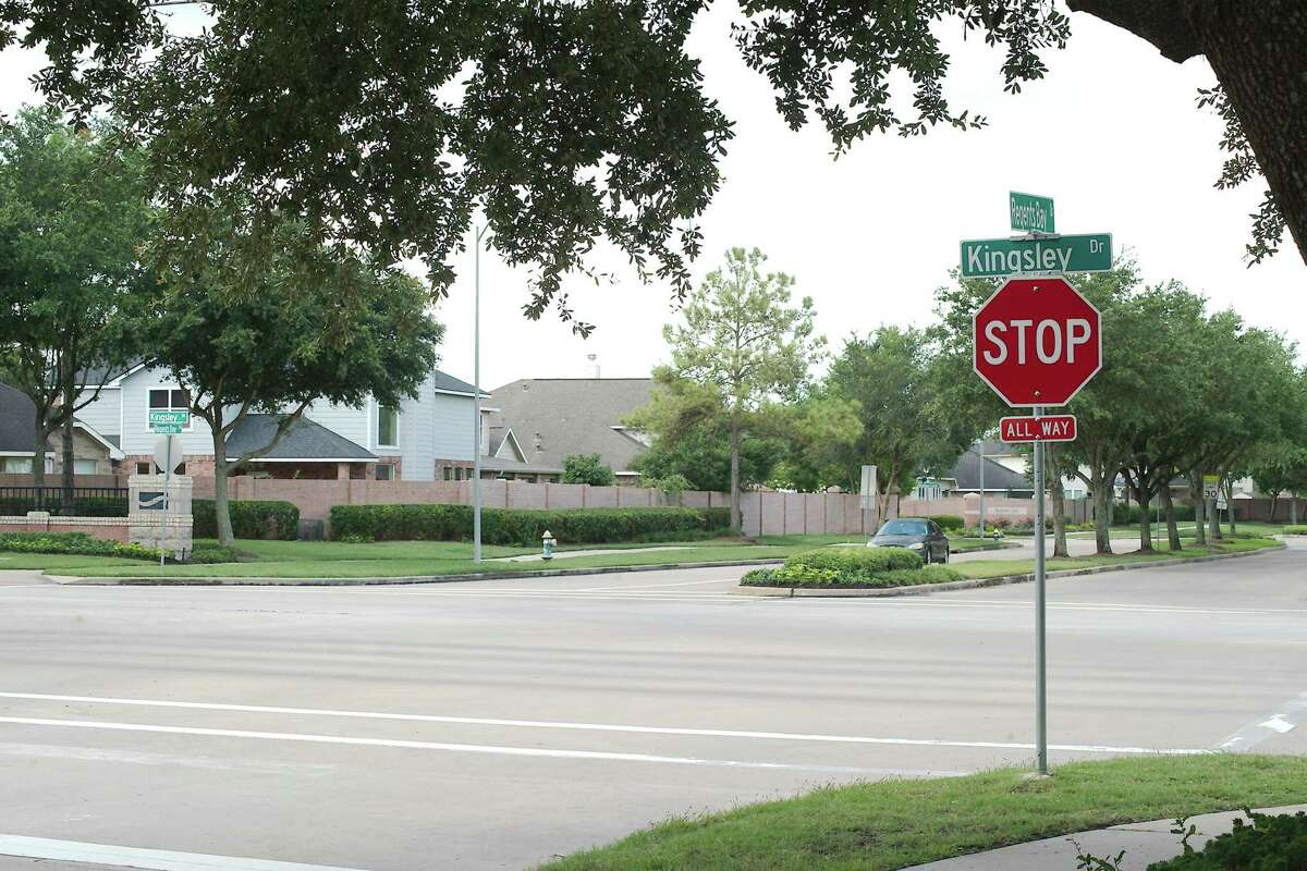 Pearland City Council has awarded a $580,963 contract to Traffic Engineers Inc. to design construction projects at the intersection of Kingsley and Regents Bay drives as well as at other crossings in Shadow Creek Ranch to improve traffic safety.