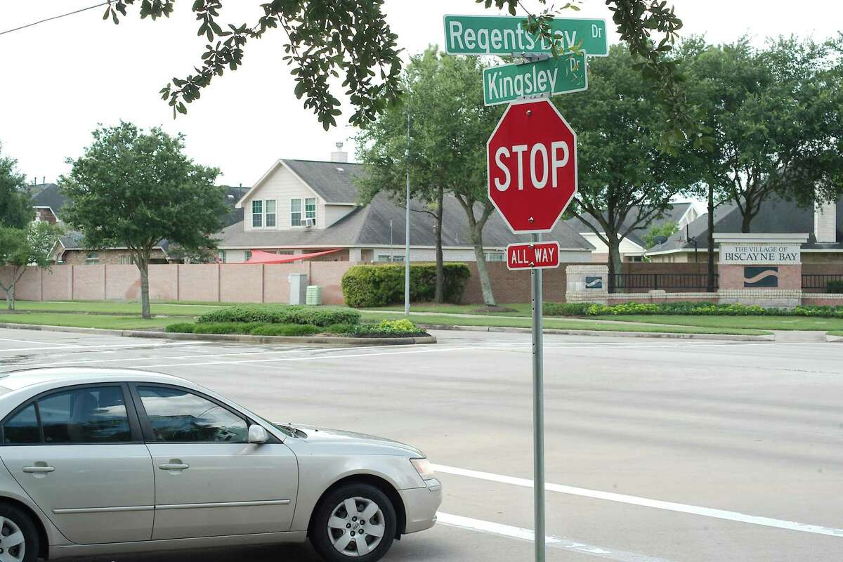 The intersection of Kingsley and Regents Bay drives will get a traffic signal.