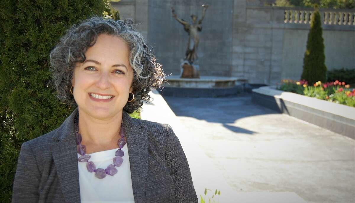 Angela Rella will run for Saratoga Springs Commissioner of Accounts.