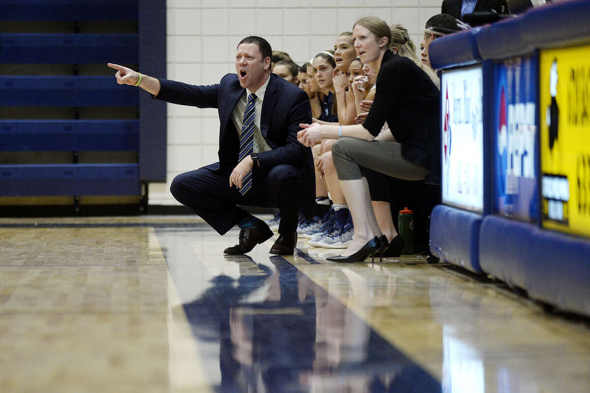 Northwood women's basketball coach Jeff Curtis yells instructions during a Feb. 11, 2017 game against Ferris State.