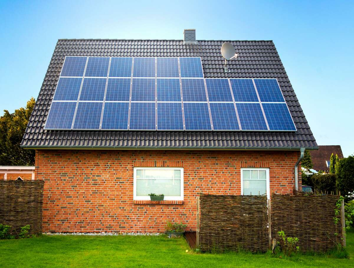 Utilities are trying to kill rooftop solar.