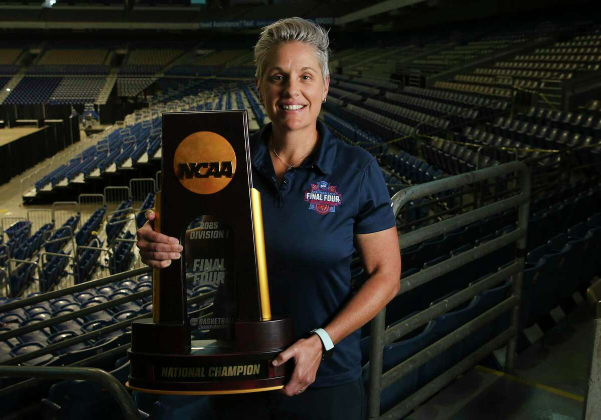Jenny Carnes, Senior Vice President and Chief Operating Officer for San Antonio Sports, is the Sportswoman of the Year for 2020 by the Express News.
