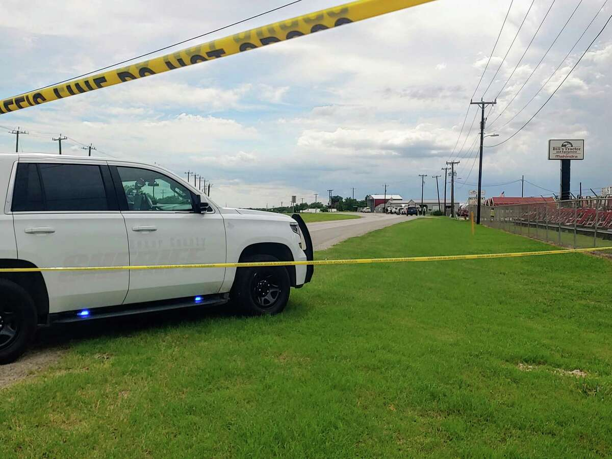 Bexar County Sheriff's Office is investigating after a body was found Saturday afternoon on a median on U.S. 87 near Rakowitz Road.