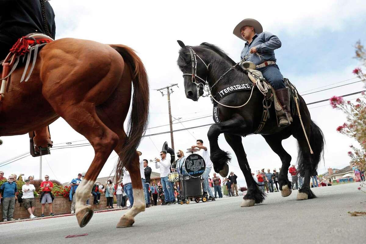 Banda Bejuco accompanies horseback riders during Half Moon Bay's parade.
