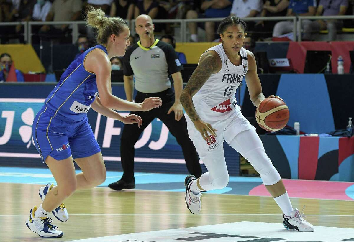 France's Gabby Williams, is defended by Bosnia-Herzegovina's Milica Deura during the Women's Eurobasket quarterfinals in Strasbourg, France on June 23.
