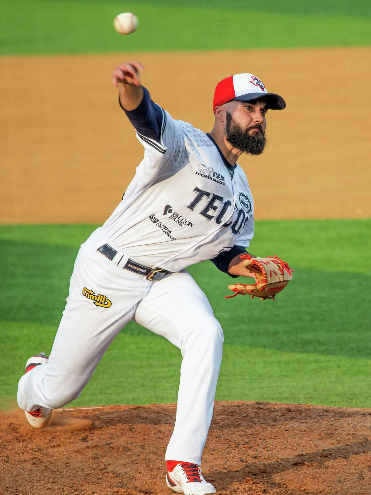 Josh Roeder is the only current starting pitcher who opened the year in the rotation for the Tecolotes Dos Laredos.