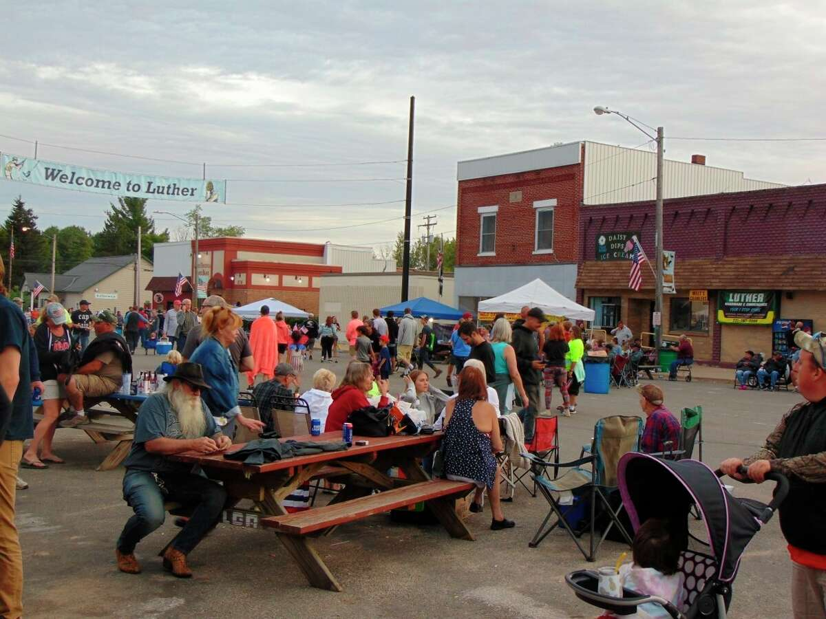 Main Street was filled with festival-goers relaxing and having a great time. (Star photo/Shanna Avery)