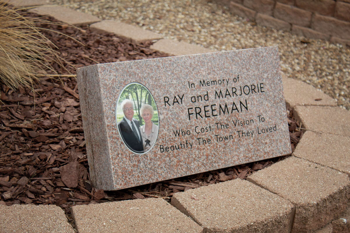 Dr. Ray Freeman and his wife Marjorie were the driving force behind Hale Center's beloved historic murals and plazas. On Saturday, the city renamed the library plaza in Dr. Freeman's honor.