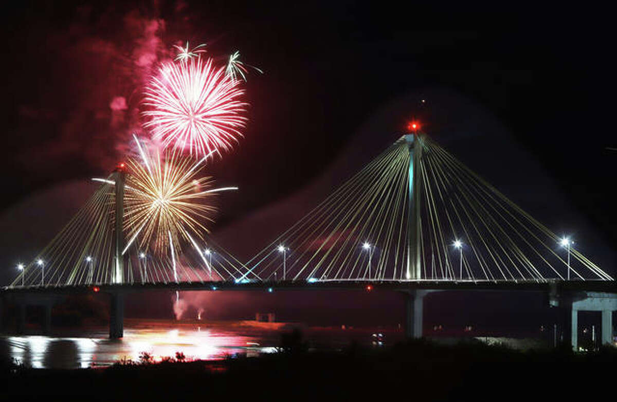 Thursday fireworks return this week in both Alton and Grafton. The two communities will launch the shows simultaneously at 9:30 p.m.