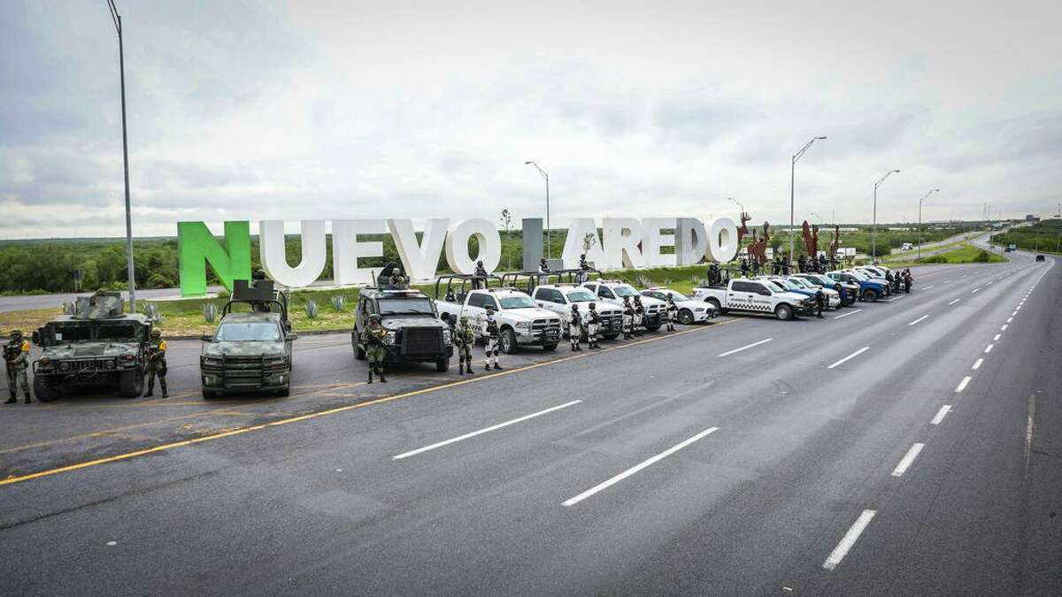 Autoridades federales y estatales han montado un operativo a través del programa 'Prevención y Disuasión del Delito' en la carretera Nuevo Laredo-Monterrey, el cual busca brindar protección y seguridad en el tránsito a los viajeros que se internan al interior de la república mexicana desde esta frontera.