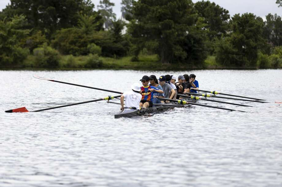 Students from Parati Competitive Rowing practice during a summer camp at Northshore Park, Wednesday, July 7, 2021, in The Woodlands. Parati Competitive Rowing has taught rowing to junior high and high schoolers since they first opened in 2012 where they've competed for nine seasons, qualifying for nationals every year and most recently winning two bronze medals. Photo: Gustavo Huerta/Staff Photographer / Houston Chronicle © 2021