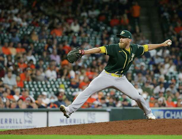 Oakland Athletics relief pitcher Jake Diekman (35) throws against the Houston Astros during the 9th inning of an MLB game at Minute Maid Park on Thursday, July 8, 2021, in Houston. Photo: Godofredo A. Vásquez, Staff Photographer / © 2021 Houston Chronicle
