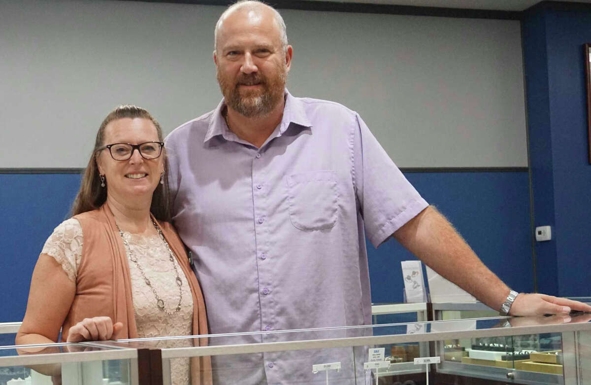 Susan and John Miedema have been the owners of Rogers Jewelers since 2007, but John's involvement with the business began long before that.
