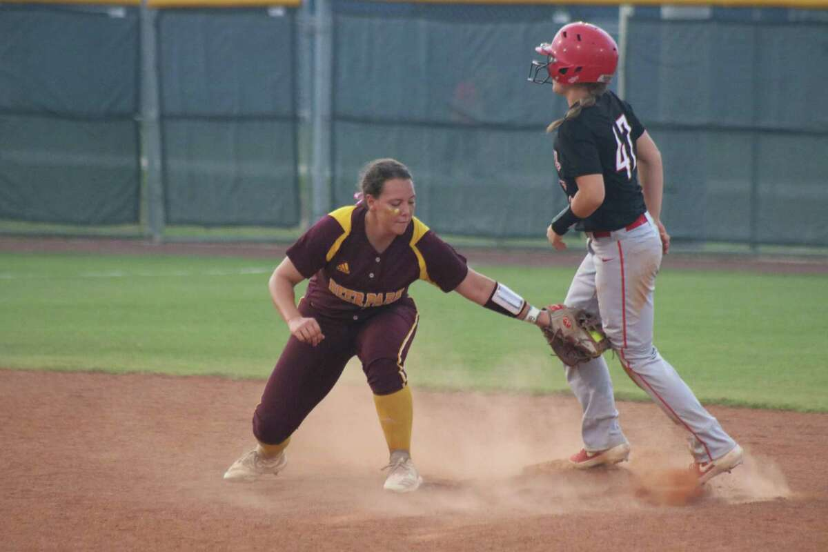 Sara Vanderford, in her Deer Park days, attempts a tag attempt at second base. Vanderford was named the Sun Belt Conference's Freshman of the Year for the 2021 season after helping Texas State to a splendid season.
