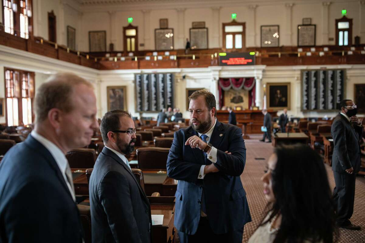 AUSTIN, TX - JULY 08: Texas state representatives talk after the 87th Legislative special session was gaveled out for the day in the House chamber at the State Capitol on July 8, 2021 in Austin, Texas. Republican Gov. Greg Abbott called the legislature into a special session, asking lawmakers to prioritize his agenda items that include overhauling the stateÄôs voting laws, bail reform, border security, social media censorship, and critical race theory. (Photo by Tamir Kalifa/Getty Images)
