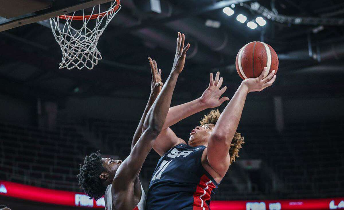 Kenneth Lofton Jr. powers his way to the rim during Saturday's semifinal win over Canada in the Under-19 FIBA World Cup.
