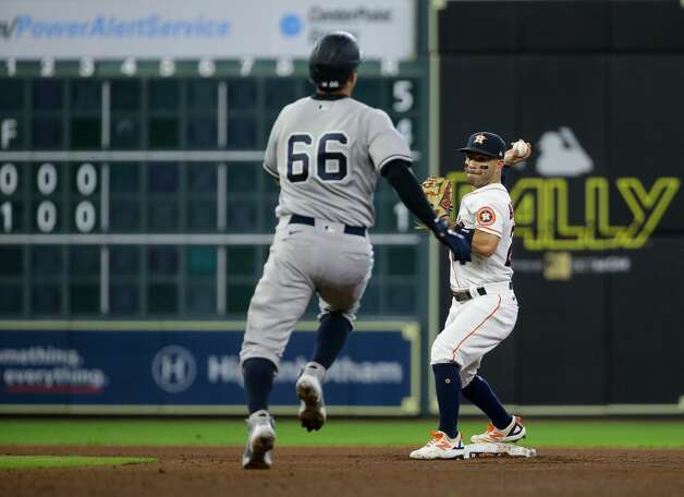Houston Astros second baseman Jose Altuve (27) throws to first base after getting the force out at second base but the throw was not in time, during the fifth inning of an MLB game against the New York Yankees at Minute Maid Park on Saturday, July 10, 2021, in Houston. Photo: Godofredo A Vásquez/Staff Photographer / © 2021 Houston Chronicle