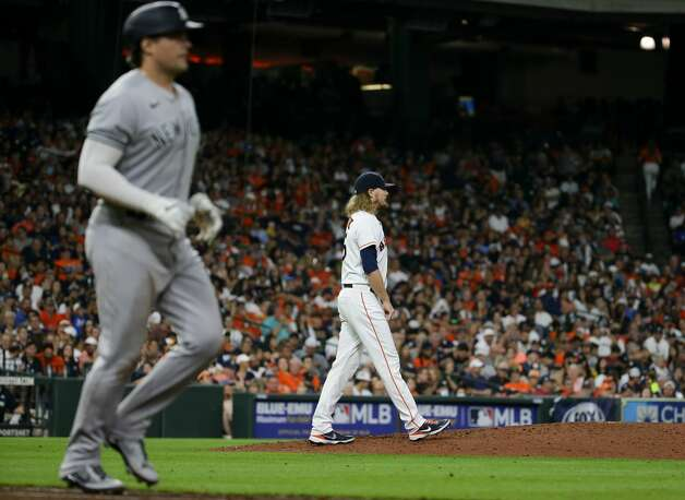 Houston Astros relief pitcher Ryne Stanek (45) returns to the mound after giving up a walk against the New York Yankees during the eighth inning of an MLB game at Minute Maid Park on Saturday, July 10, 2021, in Houston. Photo: Godofredo A Vásquez/Staff Photographer / © 2021 Houston Chronicle