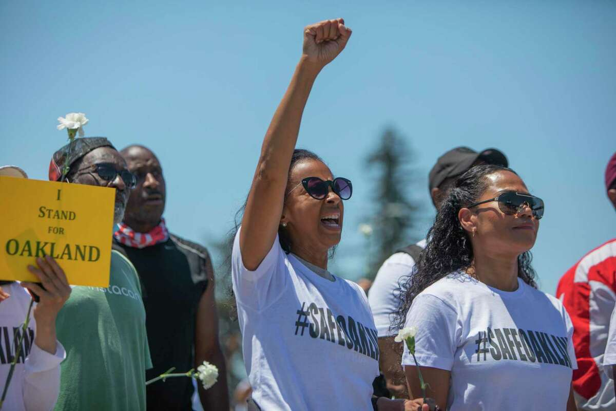 Oakland community members rally to support the Police Department.