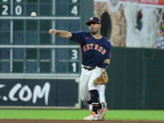 Houston Astros second baseman Jose Altuve (27) throws to first base during the top sixth inning of the MLB game against the New York Yankees Sunday, July 11, 2021, from Minute Maid Park in Houston. Photo: Yi-Chin Lee, Staff Photographer / © 2021 Houston Chronicle