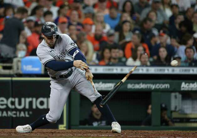 New York Yankees third baseman Gio Urshela (29) breaks his bat while swinging during the top seventh inning of the MLB game against the Houston Astros Sunday, July 11, 2021, from Minute Maid Park in Houston. Photo: Yi-Chin Lee, Staff Photographer / © 2021 Houston Chronicle