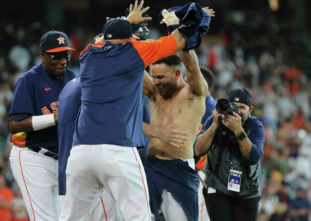 Houston Astros players and coaching staff celebrate second baseman Jose Altuve's walk off three-run home run and the Astros defeated New York Yankees 8-7 in a MLB game Sunday, July 11, 2021, from Minute Maid Park in Houston. Photo: Yi-Chin Lee, Staff Photographer / © 2021 Houston Chronicle