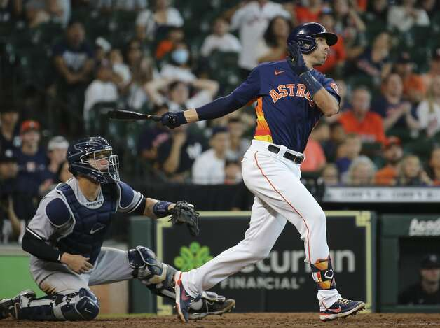 Houston Astros catcher Jason Castro (18) hits a single during the bottom ninth inning of the MLB game against the New York Yankees Sunday, July 11, 2021, from Minute Maid Park in Houston. Astros second baseman Jose Altuve hit a walk-off three-run home run and the Astros defeated the Yankees 8-7. Photo: Yi-Chin Lee/Staff Photographer / © 2021 Houston Chronicle