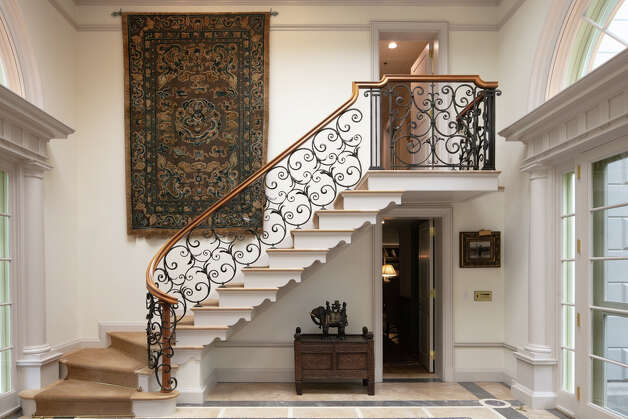 The stairs in the main house of the Hamburg Road propertyare made of marble. Photo: Vicente Muñoz  / © 2020 Vicente Munoz