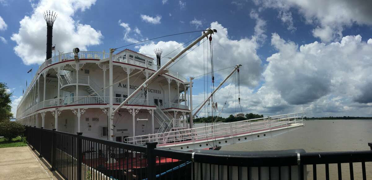 The American Duchess docked in Alton Monday and is heading northbound to Red Wing, Minnesota.