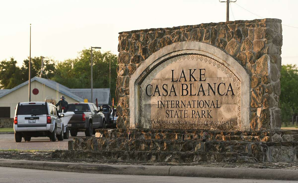 El domingo por la mañana el Departamento de Parques y Vida Silvestre de Texas recuperó el el cuerpo de un hombre que se ahogó cuando se encontraba de pesca con sus amigos en el Lago Casa Blanca.