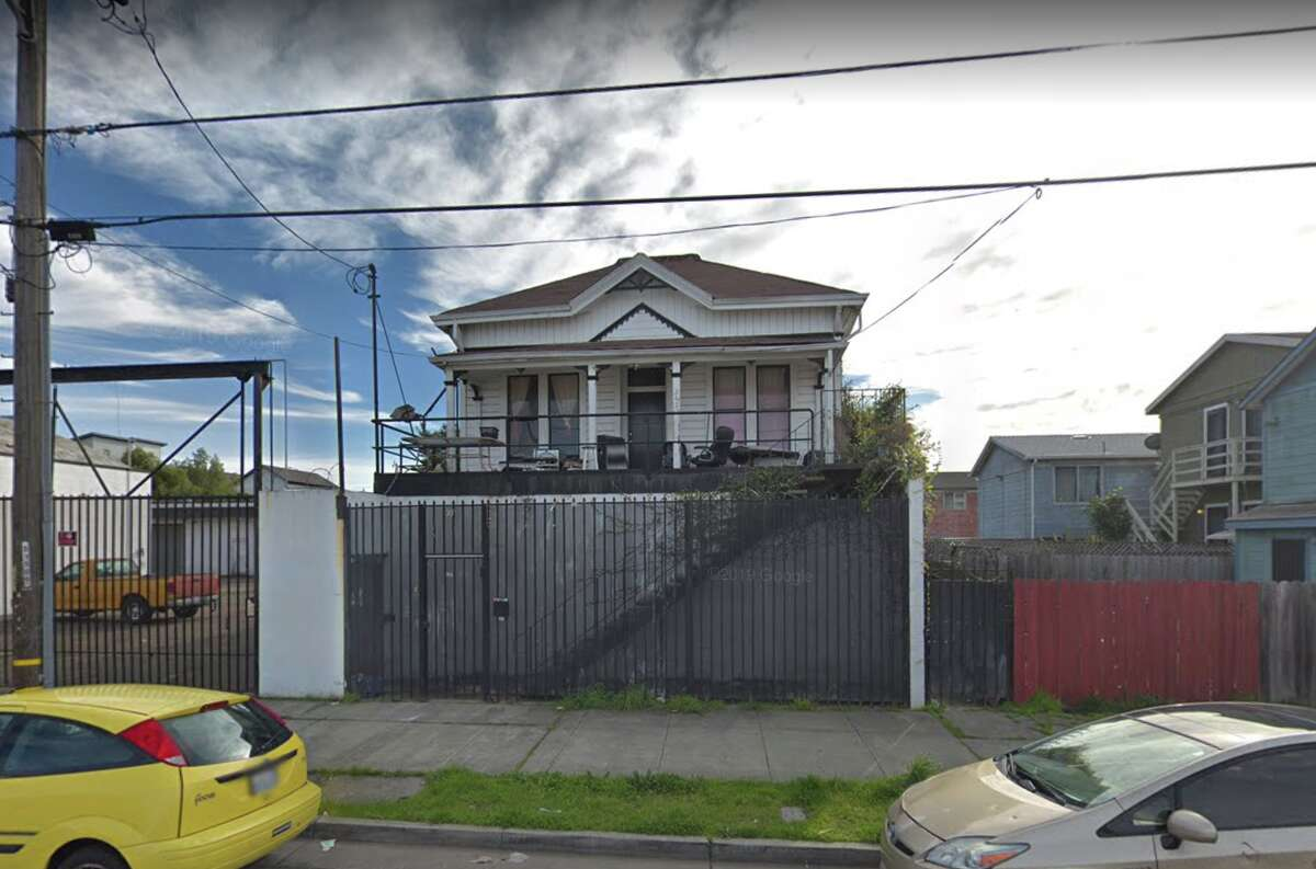 The home at 2428 (sometimes listed as 2420) Chestnut Street in Oakland is up for grabs, if you pay for relocation costs.