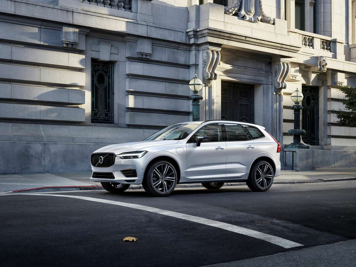 The 2021 Volvo XC60 Recharge Inscription features a 27 mpg combined city-highway fuel economy.
