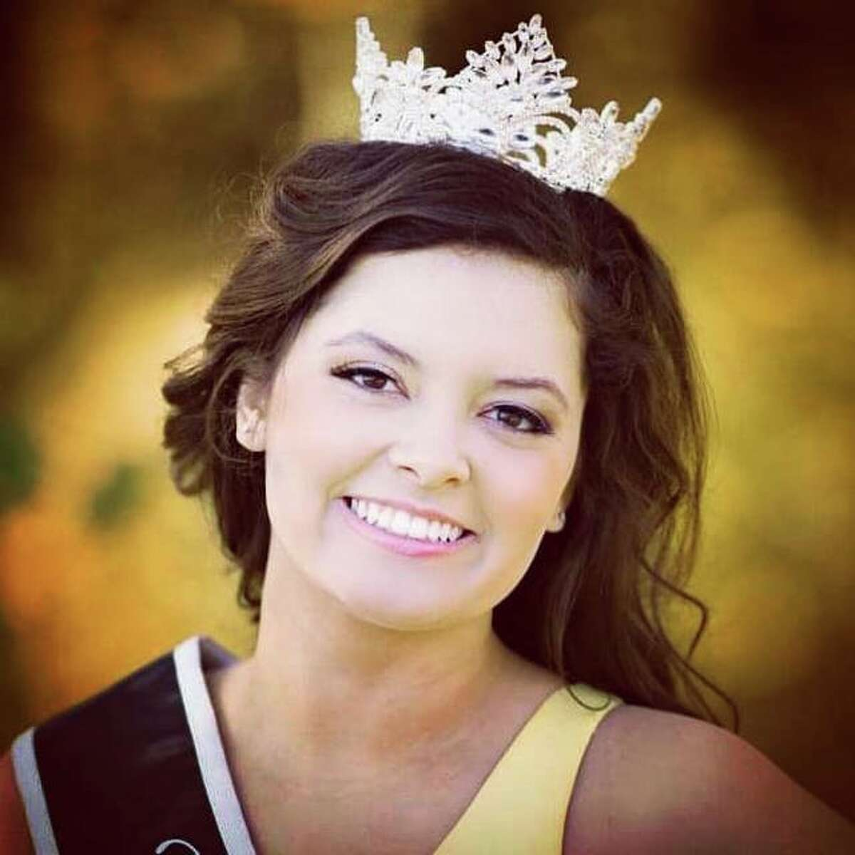 Jersey County Fair Queen Sara Lamar, who won the 2019 pageant and stayed on for the 2020-2021 year, will crown this year's queen at the pageant that starts at 7 p.m. Wednesday at the Jersey County Fair.