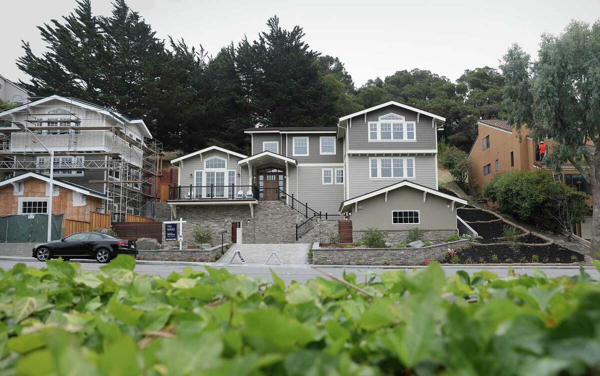 Single-family homes in San Mateo. A new paper estimates that zoning restrictions add over $400,000 to the price of a quarter-acre lot in the Bay Area, far more than in any other area studied.